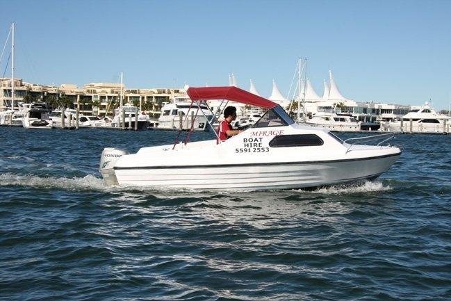 17 ft Speedboat (5 person) Boat Hire